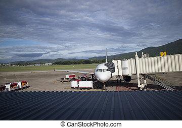 飛機, 在期間, 裝貨