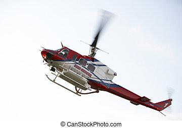 飞行, medevac, 低, 直升机, 角度, 察看