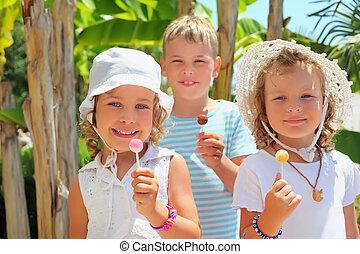 食べなさい, 公園, 3, 一緒に, 子供, 微笑, lollipop
