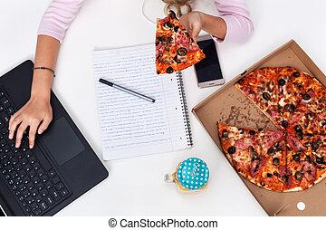 食べること, 仕事, 食物, 手, -, 若い, 速い, 間, 便利さ, 机, 女の子, ピザ