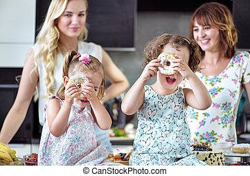 食べること, 甘いもの, ∥(彼・それ)ら∥, かなり, 子供, 女性