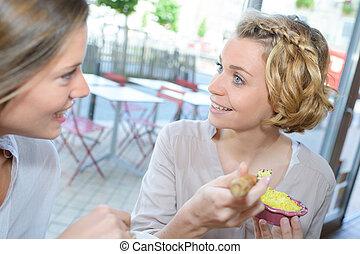 食べること, 2, 若い, 笑い, カフェ, 女性