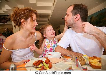 食事をする, 家族