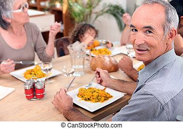 食事, 家族