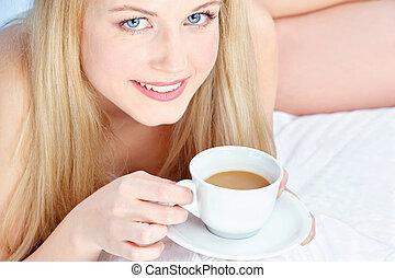 飲むこと, ベッド, コーヒー, 女