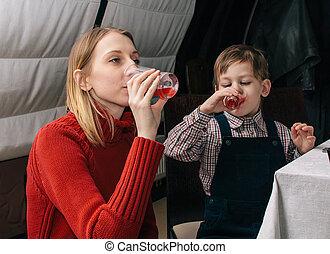 飲むこと, 母, 子供