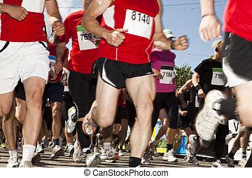 馬拉松賽跑的人