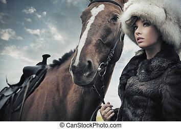 馬, ブルネット, 若い, ノスタルジック, ポーズを取る, 次に