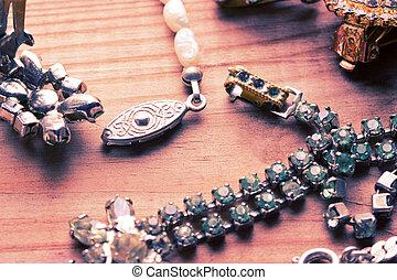 骨董品, 木製のテーブル, ネックレス, 型