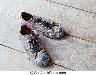 骯髒, 老, 鞋子, 在地板上
