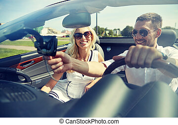 高兴的夫妇, 使用, gps, 导航者, 在中, cabriolet, 汽车