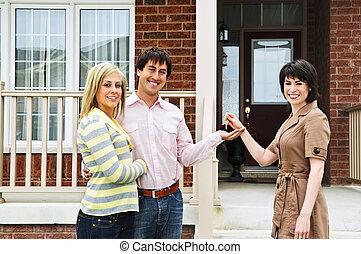 高兴的夫妇, 带, 房地产代理