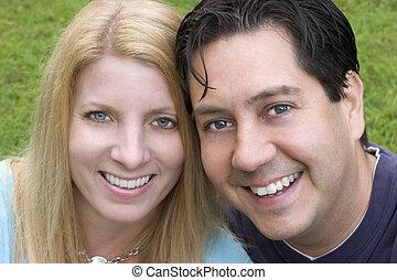 高兴的夫妇