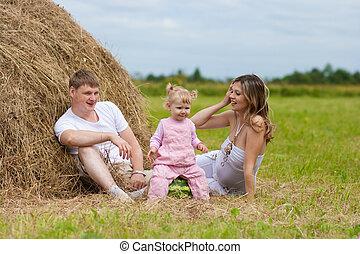 高兴的家庭, 在中, 干草堆, 或者, hayrick, 带, 西瓜