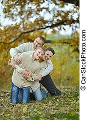 高兴的家庭, 在公园中