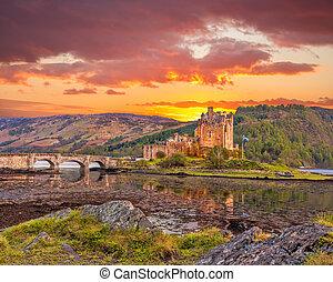 高地, スコットランド, に対して, 日没, donan, 城, eilean