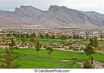 高尔夫球场, 在以前, condos, 同时,, 山