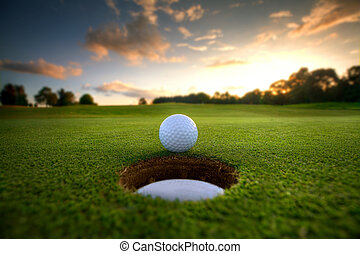 高爾夫球, 近, 洞