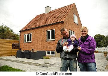 高興的家庭, 前面, 房子