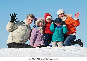 高興的家庭, 由于, 孩子, 在, 冬天