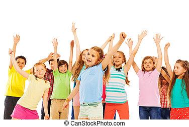 高興的微笑, 孩子, 上升, 手, 以及, 歡呼
