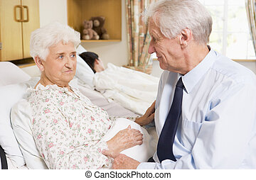 高階人, 坐, 由于, 他的, 妻子, 在, 醫院