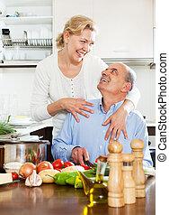 高階人, 幫助, 他的, 妻子, 在廚房