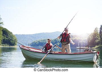 高階人, 釣魚, 湖, 兒子