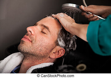 髪サロン, 洗浄