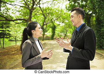 魅力的, アジアのビジネス, 人々, 持つこと, 深刻, 会話