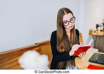 魅力的, 女性実業家, 執筆, 若い, notepad.