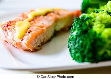 鮭, ブロッコリー
