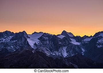 鮮艷, 天空, 在, 黃昏, 超過, the, 冰川, 上, the, 尊嚴, 峰頂, ......的, the,...