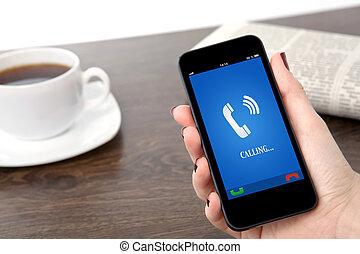 鳴り響く, オフィス, 女性実業家, スクリーン, 受信機, に対して, 手, 電話, 背景, 保有物, テーブル