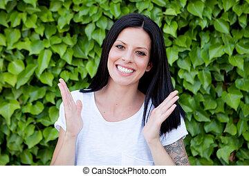 黑發淺黑膚色女子, 婦女, 在公園, 顯示, 她, 完美, 微笑