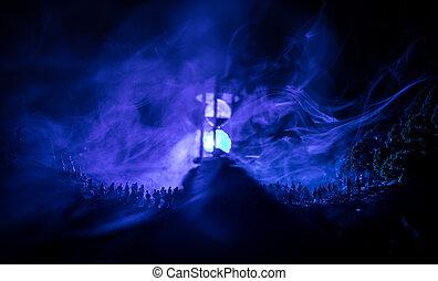 黑色半面畫像, ......的, a, 大, 人群, ......的, 人在, 森林, 夜間, 站立, 針對, a, 大, hourglass, 由于, 帶上某种調子, 光束, 上, 有霧, 背景。, 時間, concept.