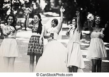 黒くと白の写真, の, ダンス, 花嫁, そして, 新婦付添人, 公園