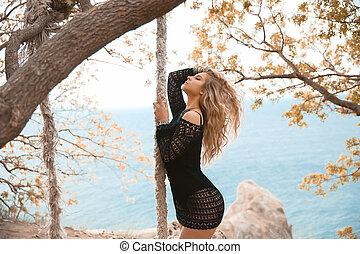 黒, バックグラウンド。, 夏, 女性の 肖像画, 上に, ブロンド, セクシー, 美しい, 服, 毛, 巻き毛, 編まれる, 自然