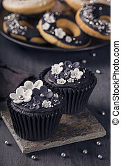 黒, cupcakes, 上に, a, 木製である, 背景