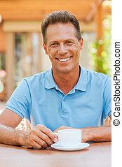 鼓勵, 由于, 杯子, ......的, 新鮮, coffee., 深思, 成熟的人, 扣留手, 上, 下巴, 當時, 坐, 在, caf 行人路嗎?, 由于, 咖啡茶杯, 在桌子上