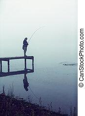 齒輪, 防波堤, 飛行釣魚, 抓住, 人, 有霧, 早晨, 鱒魚