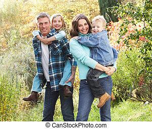 가족 그룹, 옥외, 에서, 가을 조경, 와, 부모님, 증여/기증/기부 금, chiildren, 어깨에 타다