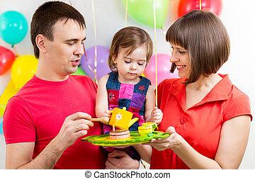 가족, 나이 적은 편의, 경축하는, 생일, 갓난 여자 아기, 처음