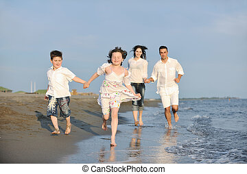 가족, 나이 적은 편의, 일몰, 재미를 가지고 있어라, 바닷가, 행복하다