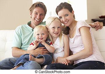 가족, 소파에 앉아 있는 것, 집의, 함께