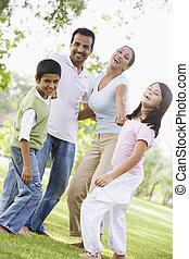 가족, 옥외, park에게서, 접착하는 것, 와..., 미소, (selective, focus)