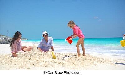 가족, 와, 2, 키드 구두, 제작, sand castle, 에, 열대 바닷가