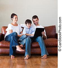 가족, 을 사용하여, a, 휴대용 퍼스널 컴퓨터, 함께