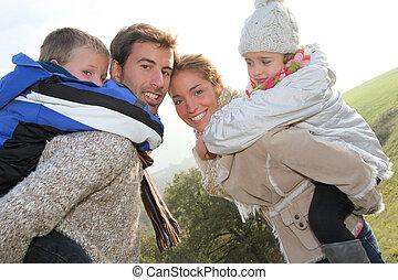 가족, 의, 4 사람, 에서, 시골