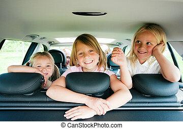 가족, 차로 여행하는
